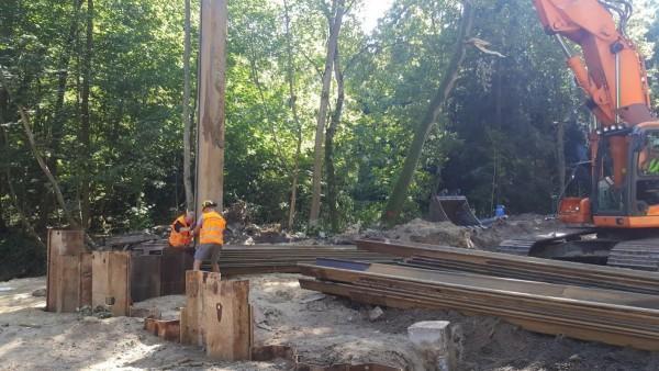 prace budowlane przy lesie