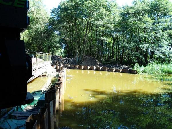 zabezpieczenie drogi przy rzece