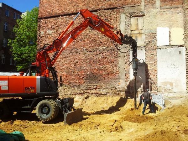 prace budowlane przy kamienicy