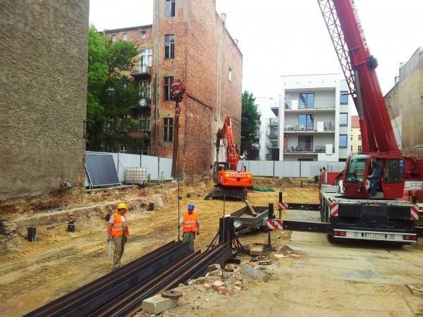 zabezpieczenie terenu przy budynku
