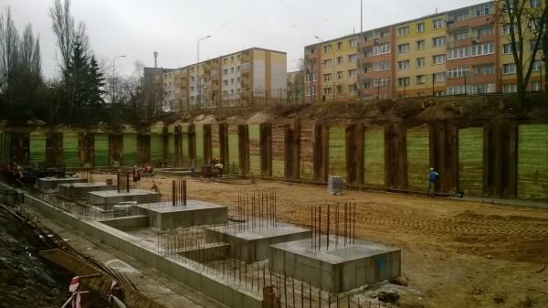 prace nad budową fundamentów
