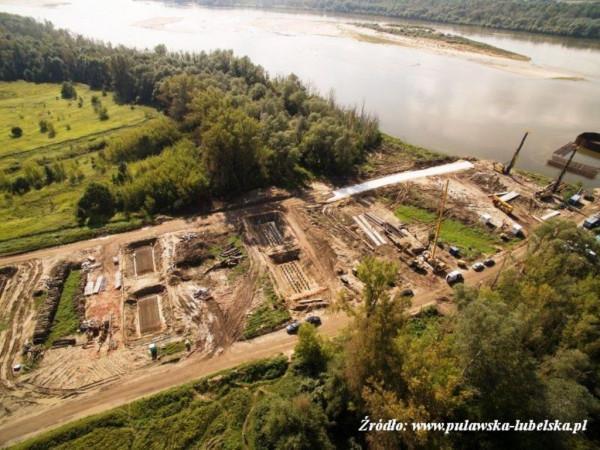 prace ziemne nad budową mostu